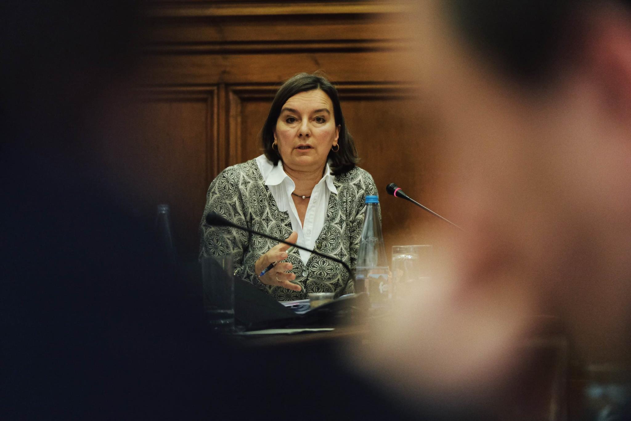 PÚBLICO - Há funcionários que podem subir dois escalões na tabela salarial
