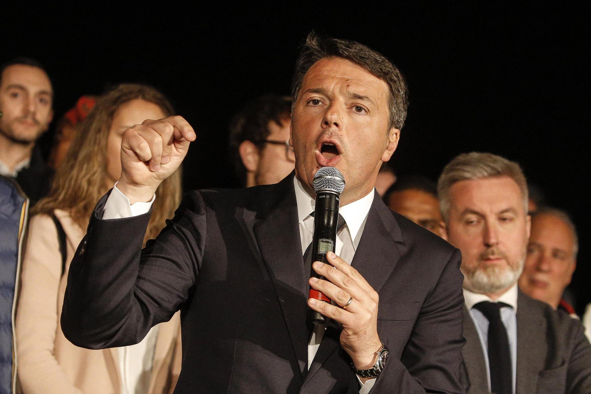 PÚBLICO - Renzi recupera liderança do Partido Democrático nas primárias em Itália