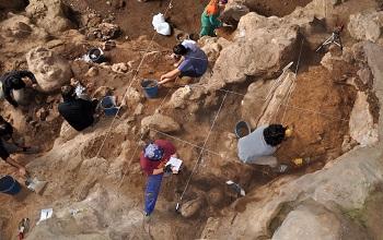 Os trabalhos de escavação arqueológica na gruta espanhola