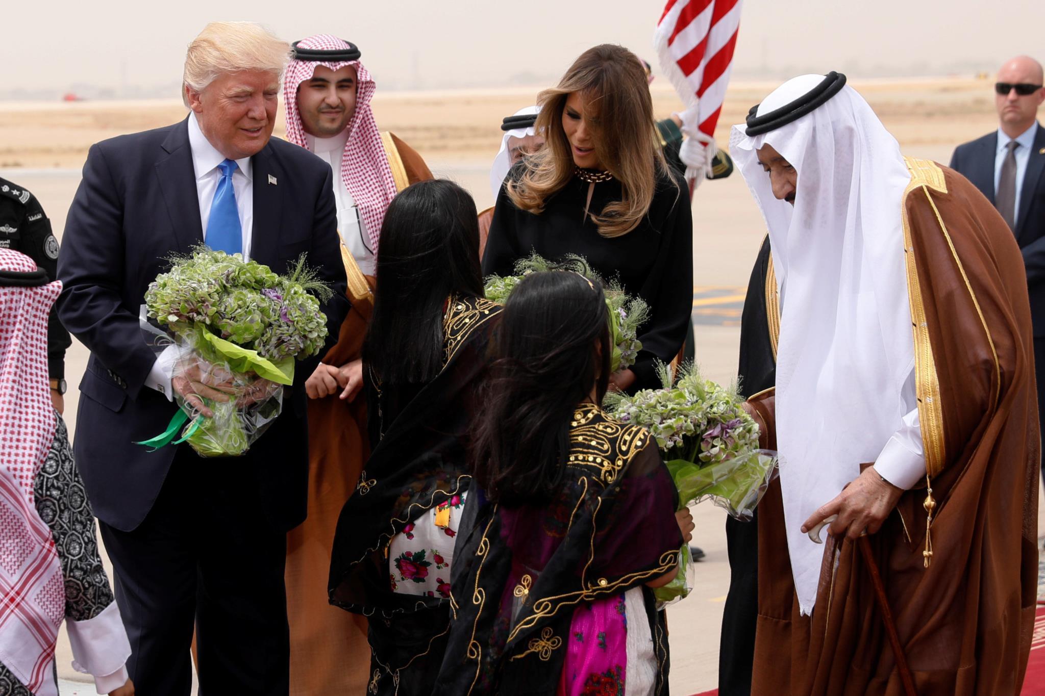 Trump recebido na Arábia Saudita com a pompa que Obama não teve