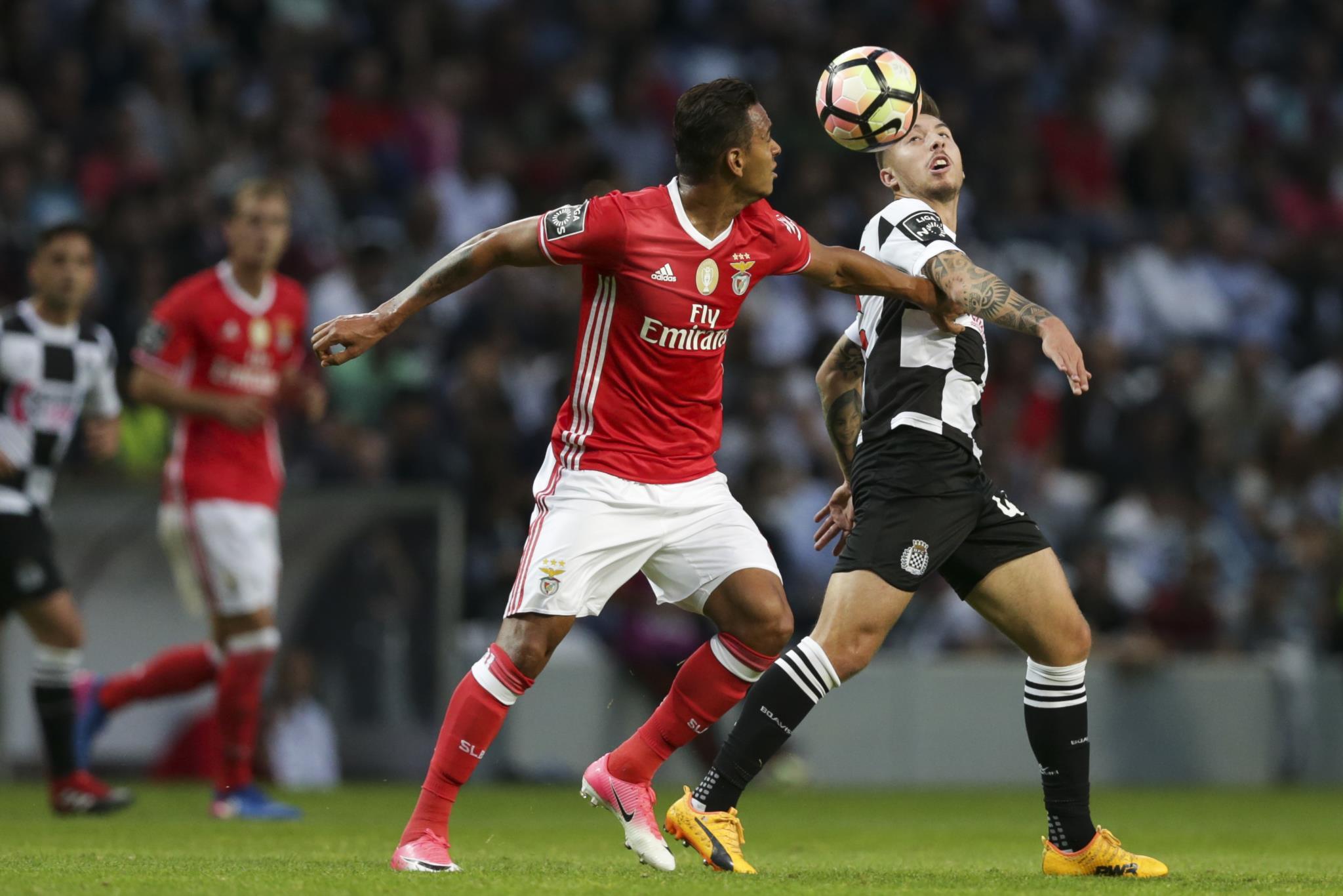 Benfica fecha campeonato com empate no último minuto