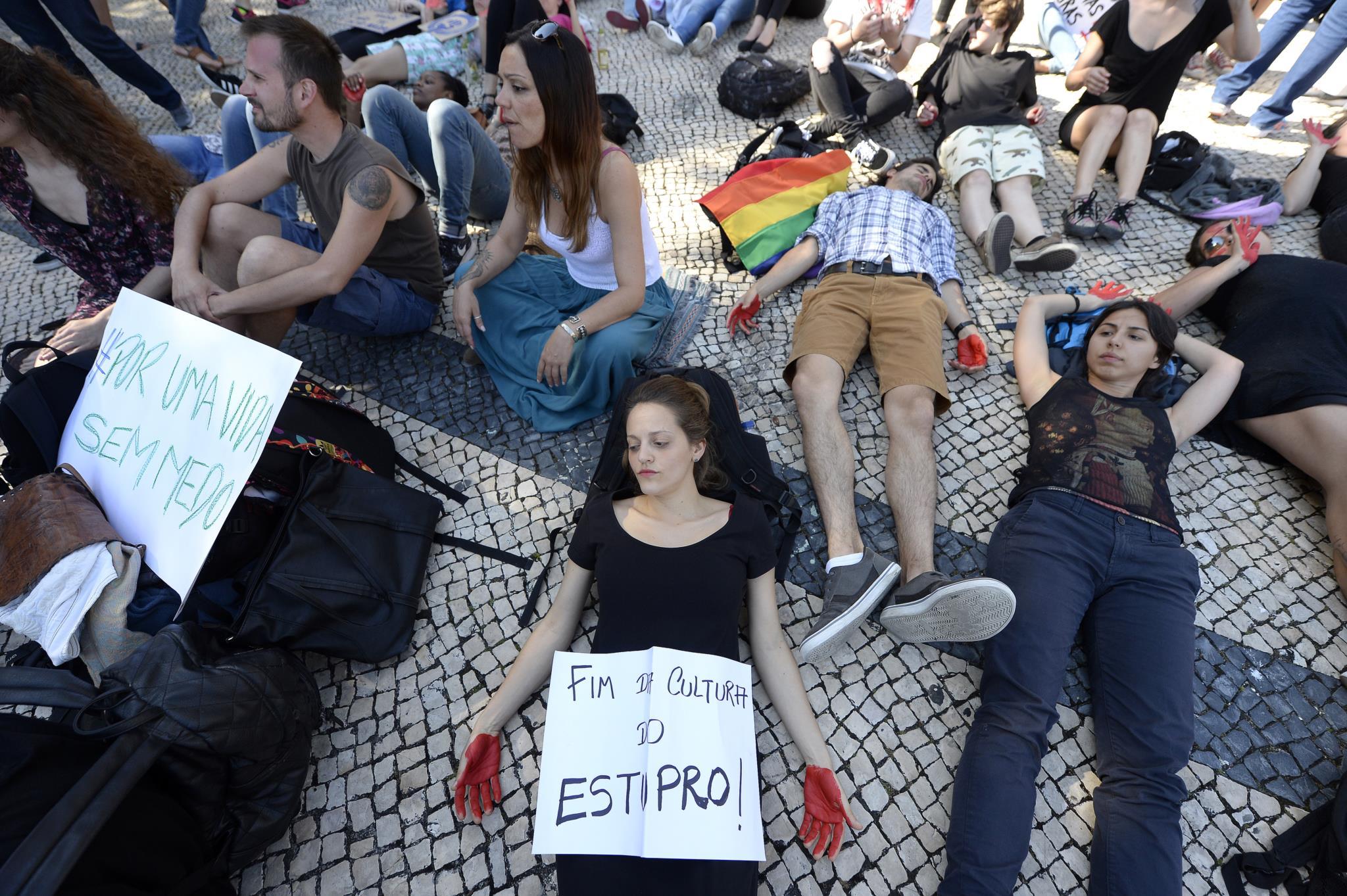 """PÚBLICO - Protestos no Porto, Braga e Lisboa contra a """"cultura da violação"""""""