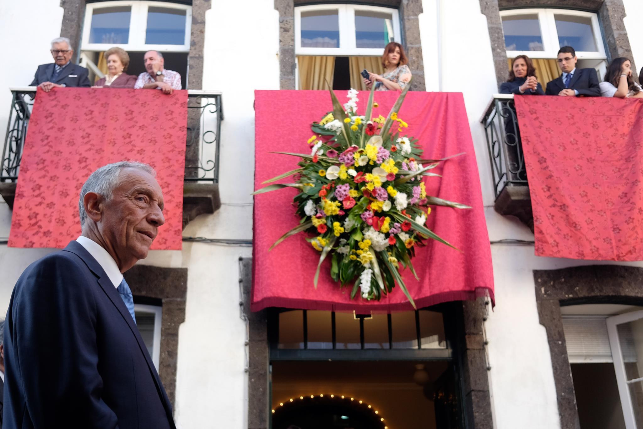 PÚBLICO - Marcelo promulga diploma que acaba com requalificação na função pública