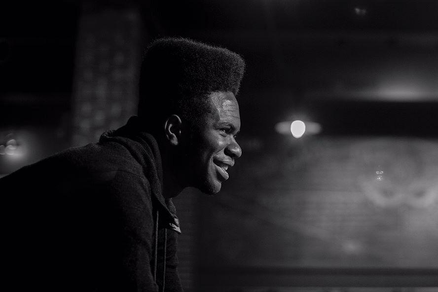 PÚBLICO - Norte-americano recebeu louvor por álbum de rap que entregou como dissertação