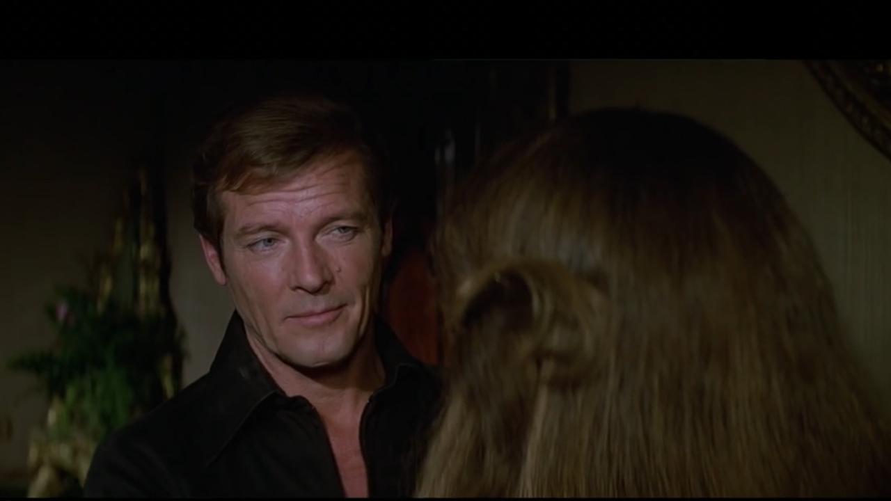 PÚBLICO - Mulheres, vilões e acção: As sete vidas de Roger Moore como James Bond