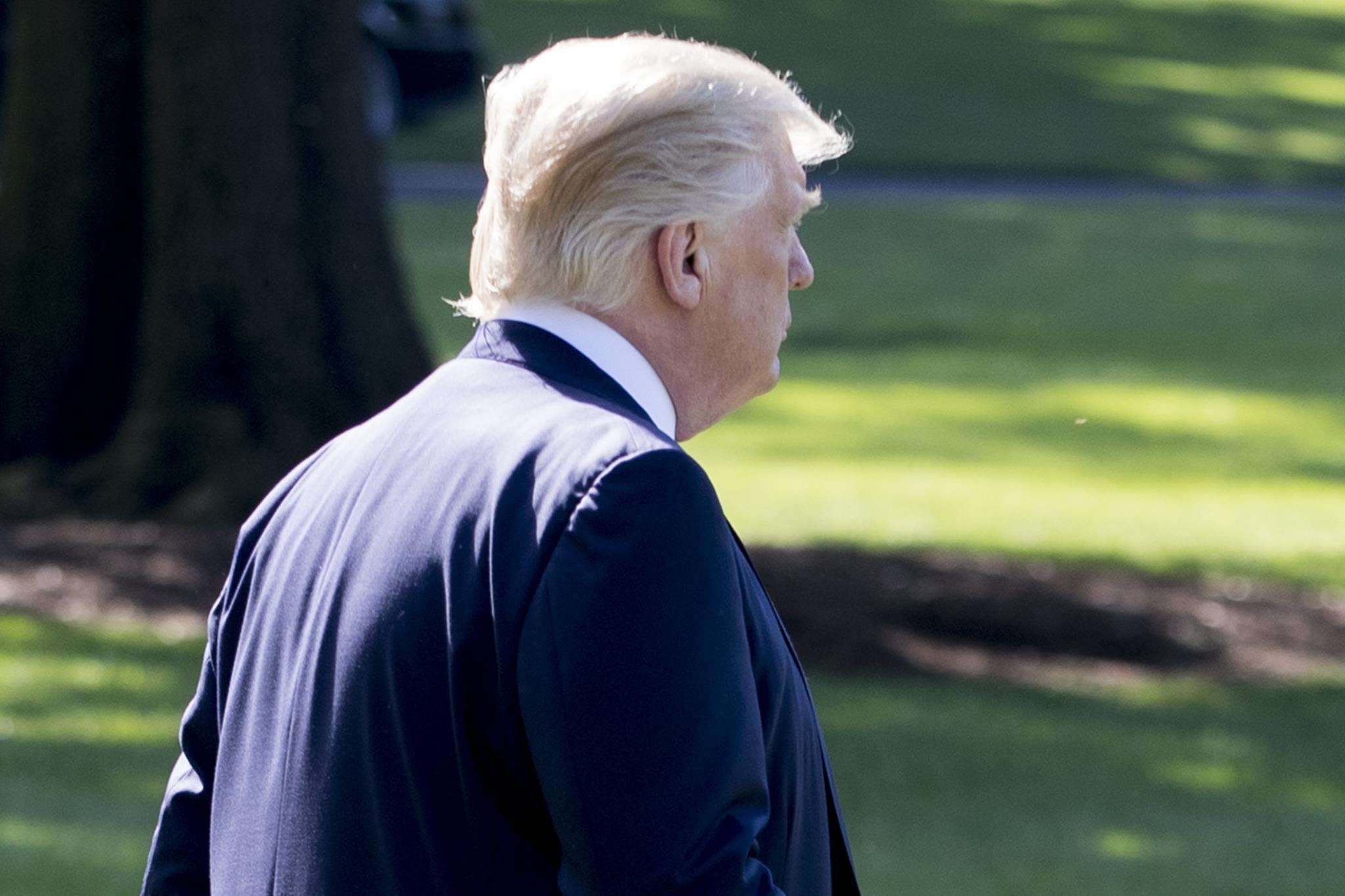 PÚBLICO - Trump quer passar entre as gotas da chuva mas as suspeitas estão a formar um furacão