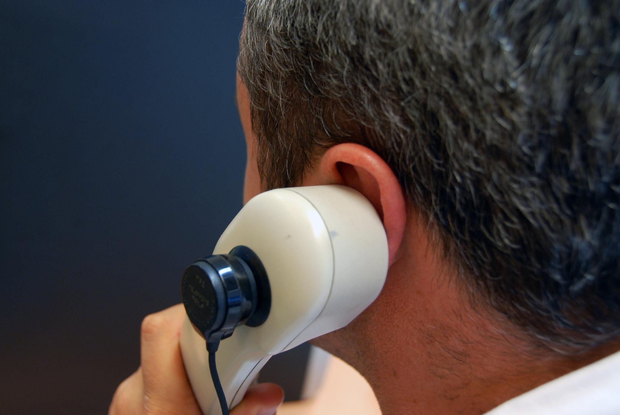PÚBLICO - Funcionário terá gasto mais de 450 mil euros em chamadas pessoais