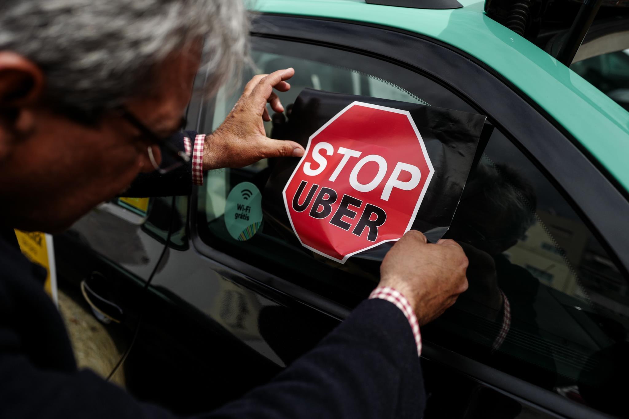 PÚBLICO - PSD quer taxa reguladora por cada serviço da Uber e Cabify