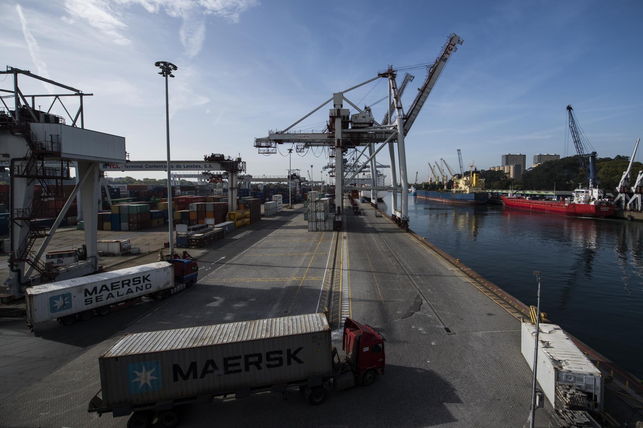 PÚBLICO - ISEG já vê a economia a crescer este ano entre 2,4% e 2,8%