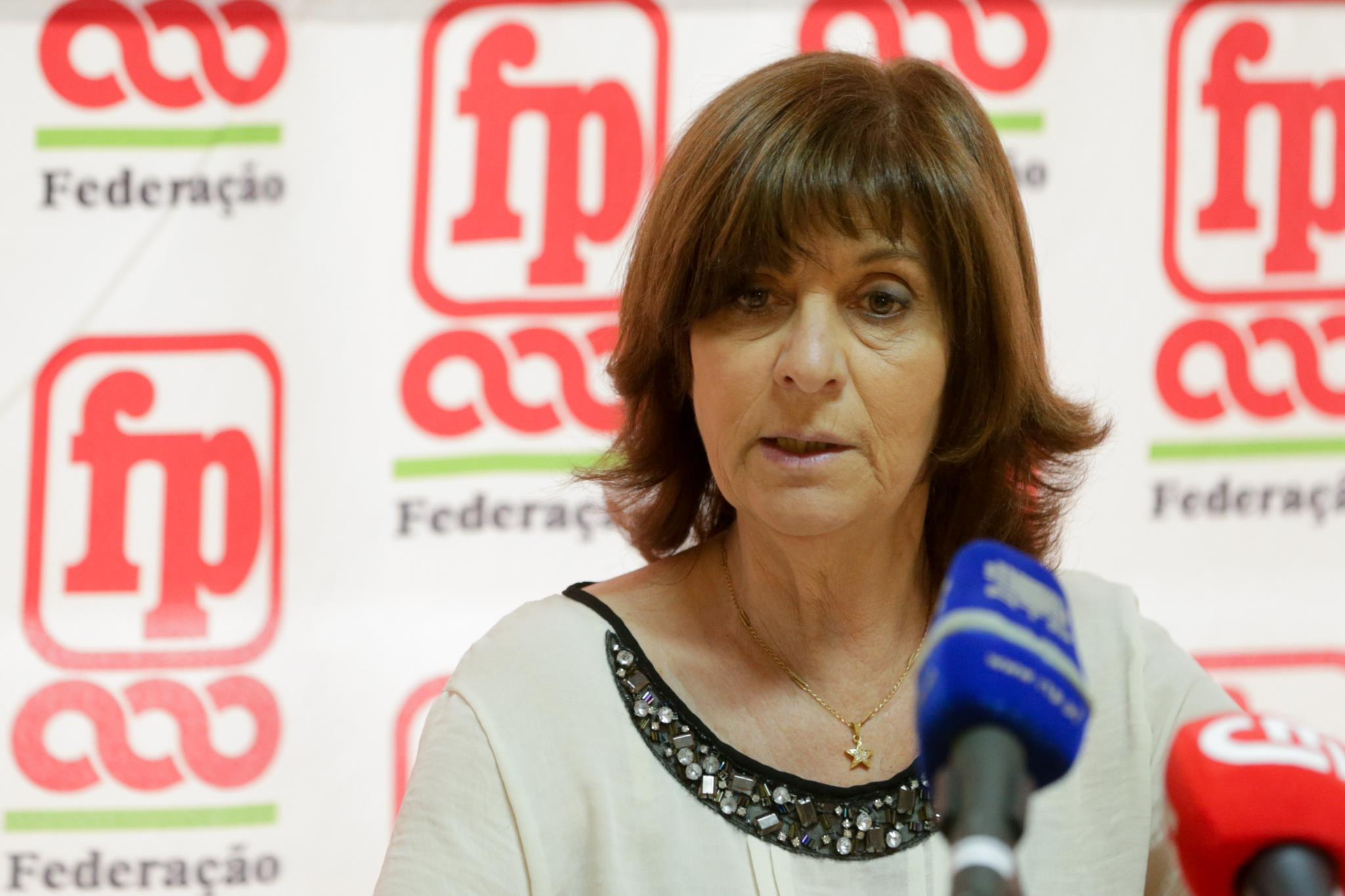PÚBLICO - Adesão geral à greve em 75%, Saúde e Educação nos 90%