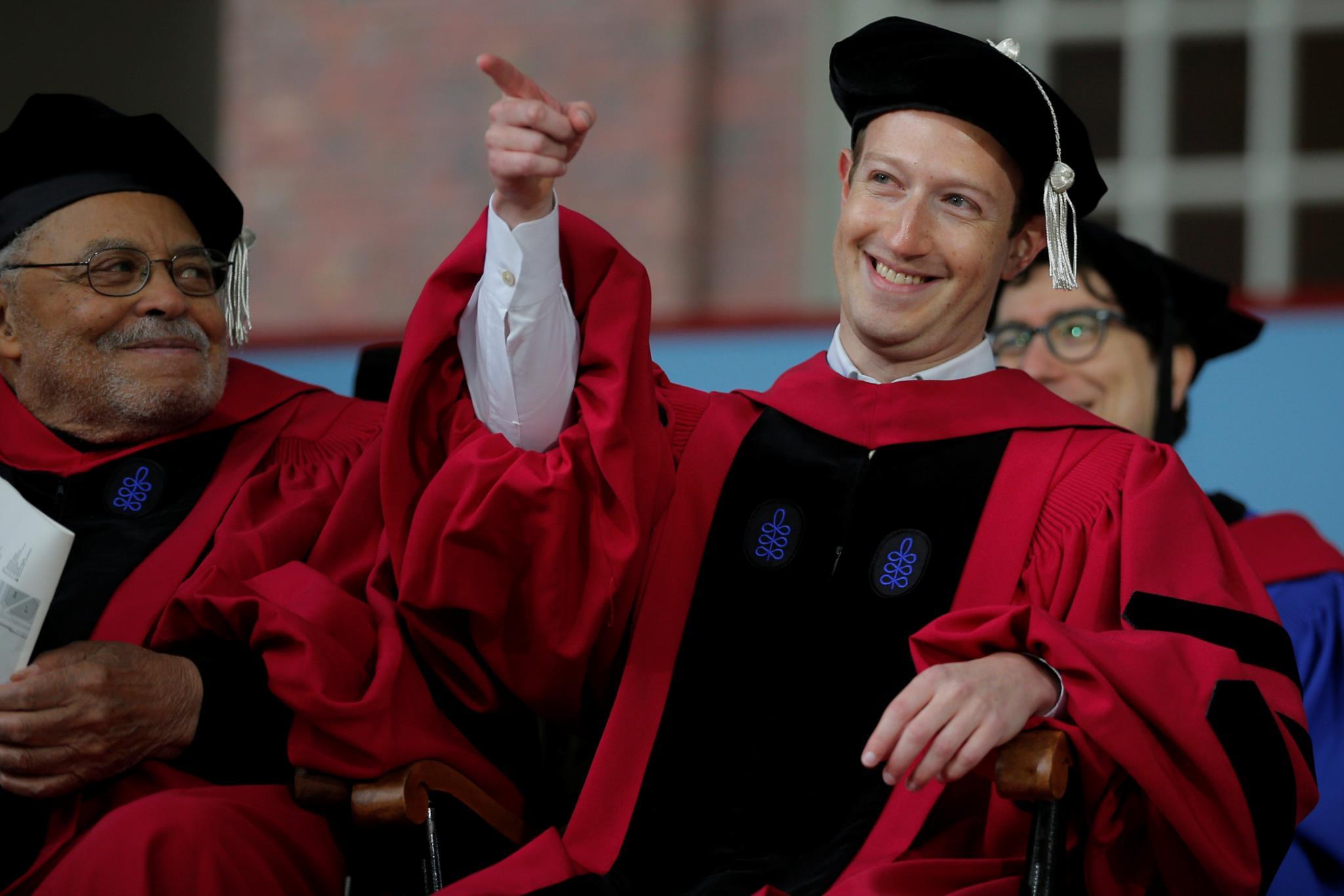 PÚBLICO - Zuckerberg trocou Harvard pelo Facebook porque se podia dar ao luxo de falhar