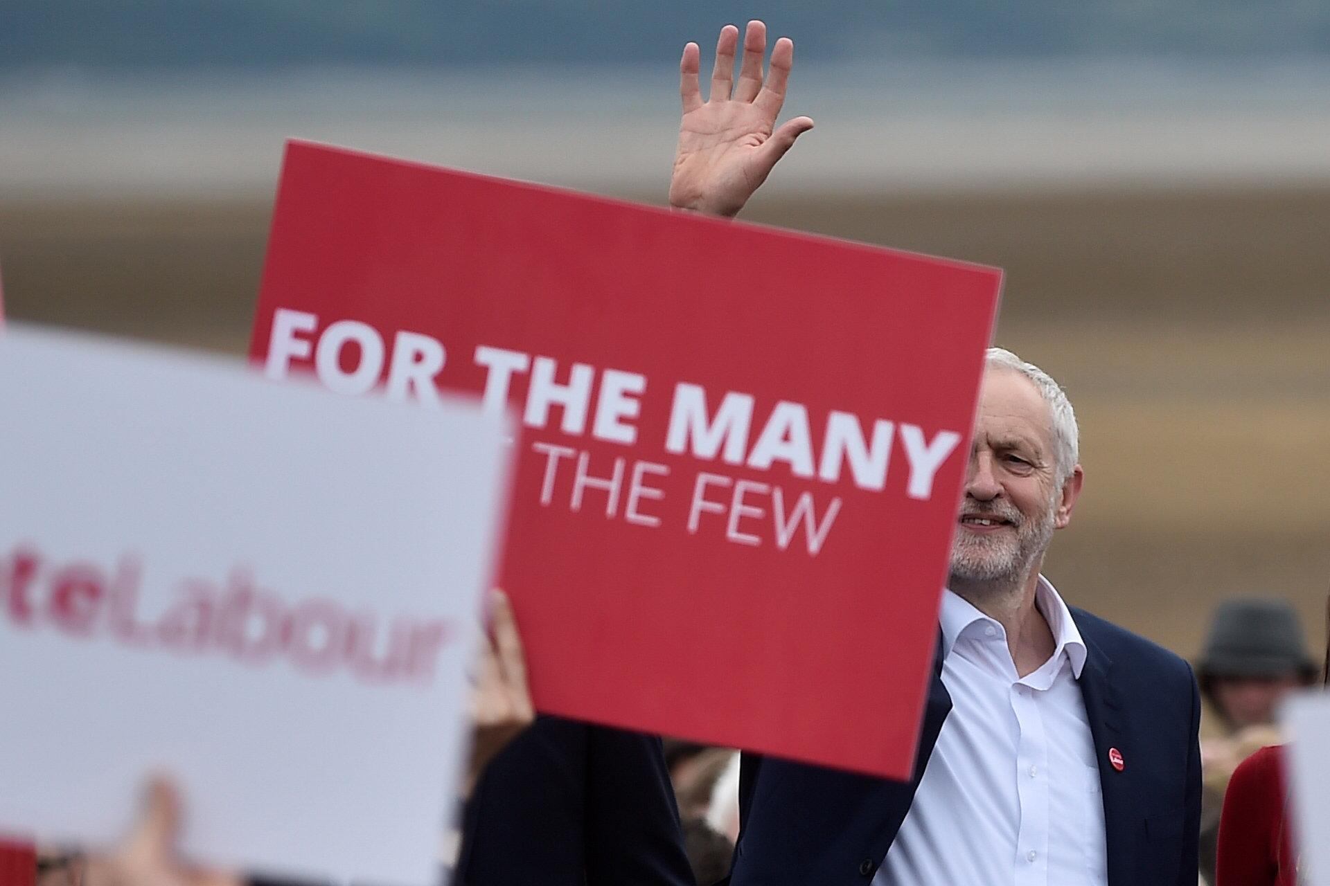 PÚBLICO - Corbyn sobe nas sondagens e cria polémica com discurso sobre o terrorismo
