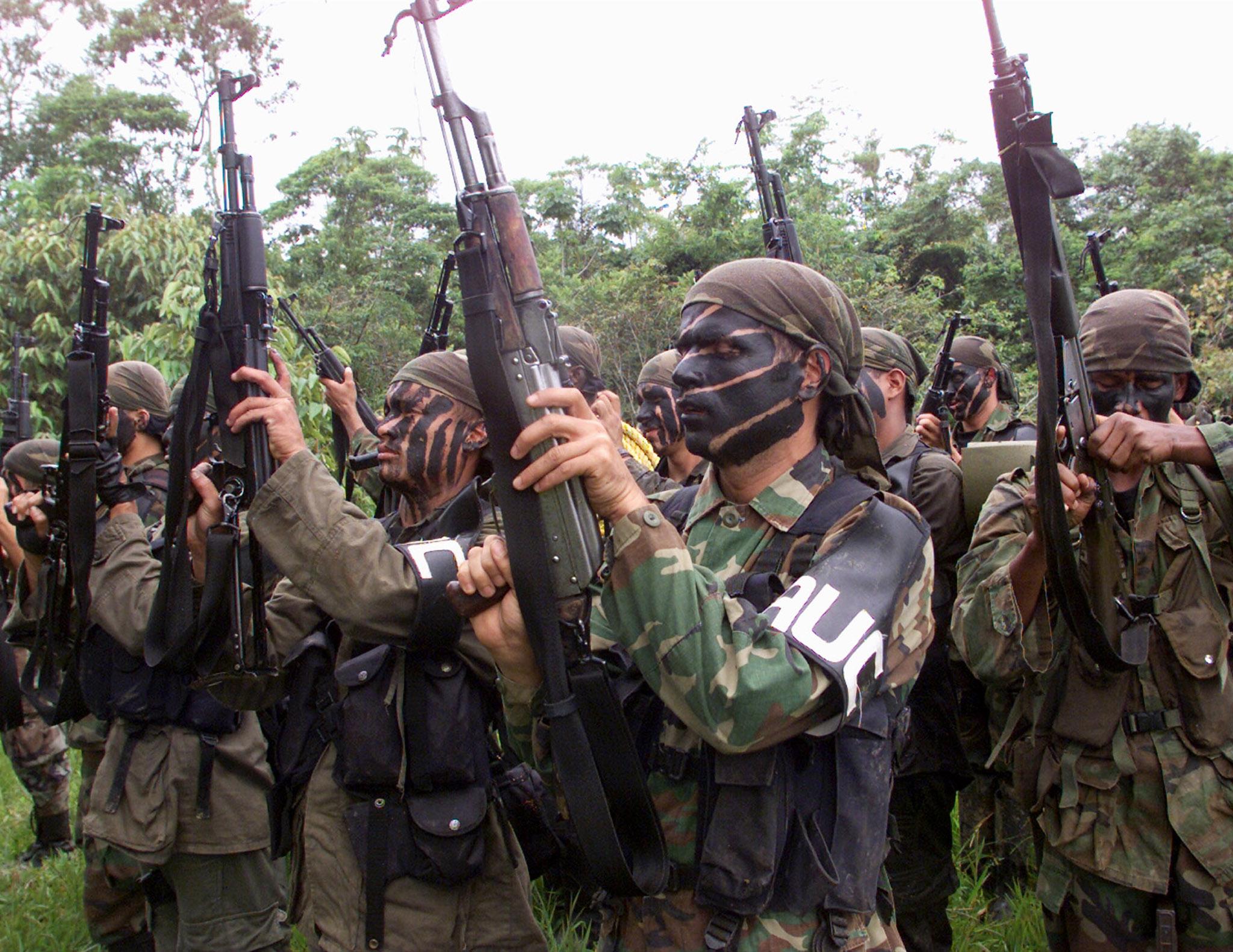 Resultado de imagem para grupos de terrorismo paramilitar da Colômbia representam organizações de direita REUTERS/Jose Miguel Gomez