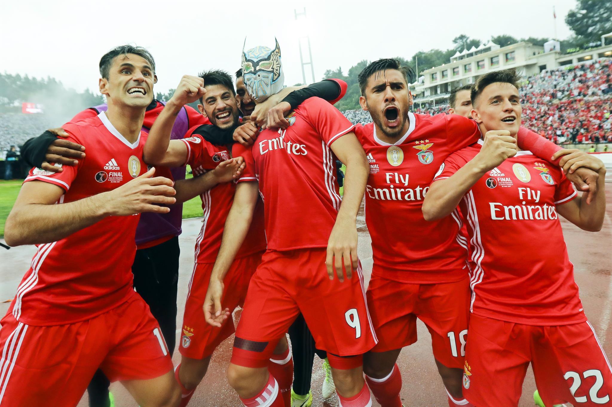 """PÚBLICO - Benfica termina época com """"dobradinha"""""""