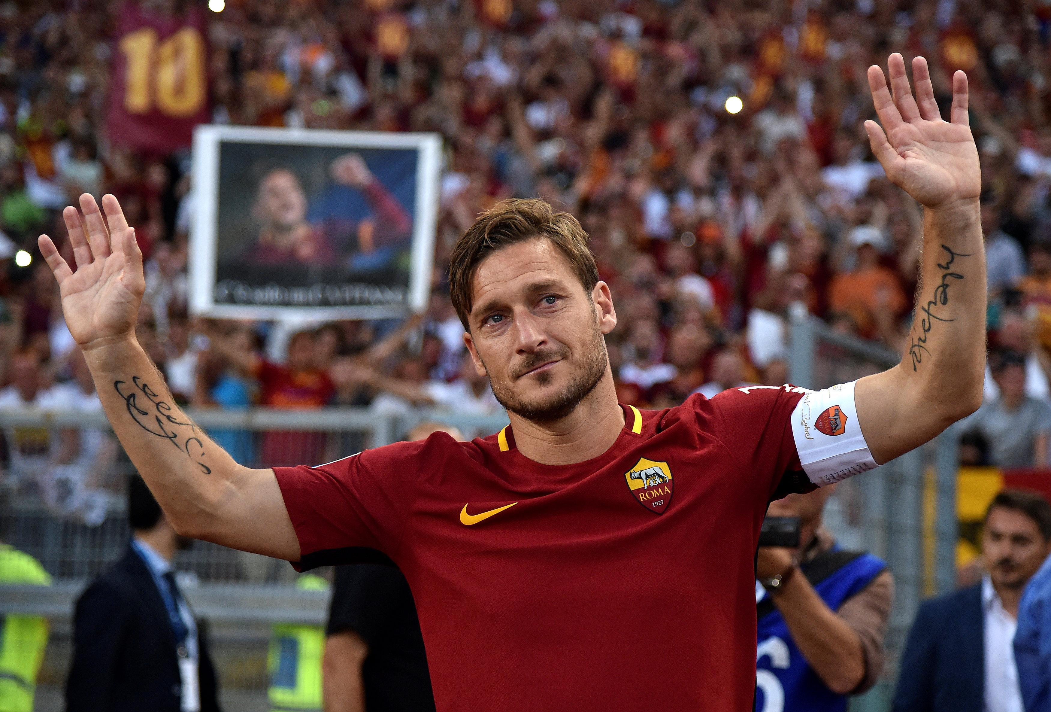 """Um estádio inteiro em lágrimas por """"Il Capitano"""" Totti"""