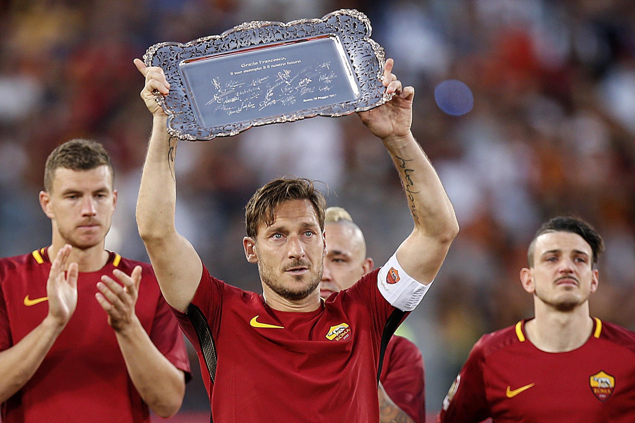 """PÚBLICO - A carta de Totti: """"Tira os calções e as chuteiras porque, a partir de hoje, és um homem"""""""