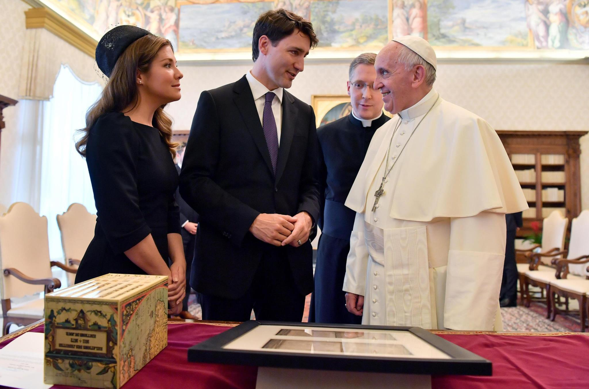 PÚBLICO - Trudeau quer ver Papa Francisco a pedir desculpas