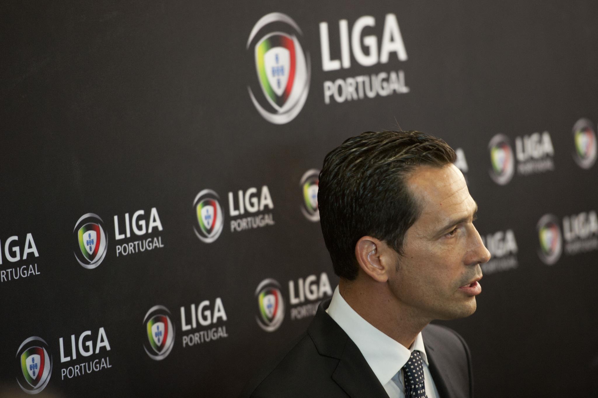 PÚBLICO - Jogos da I Liga terão árbitros da primeira categoria como videoárbitro