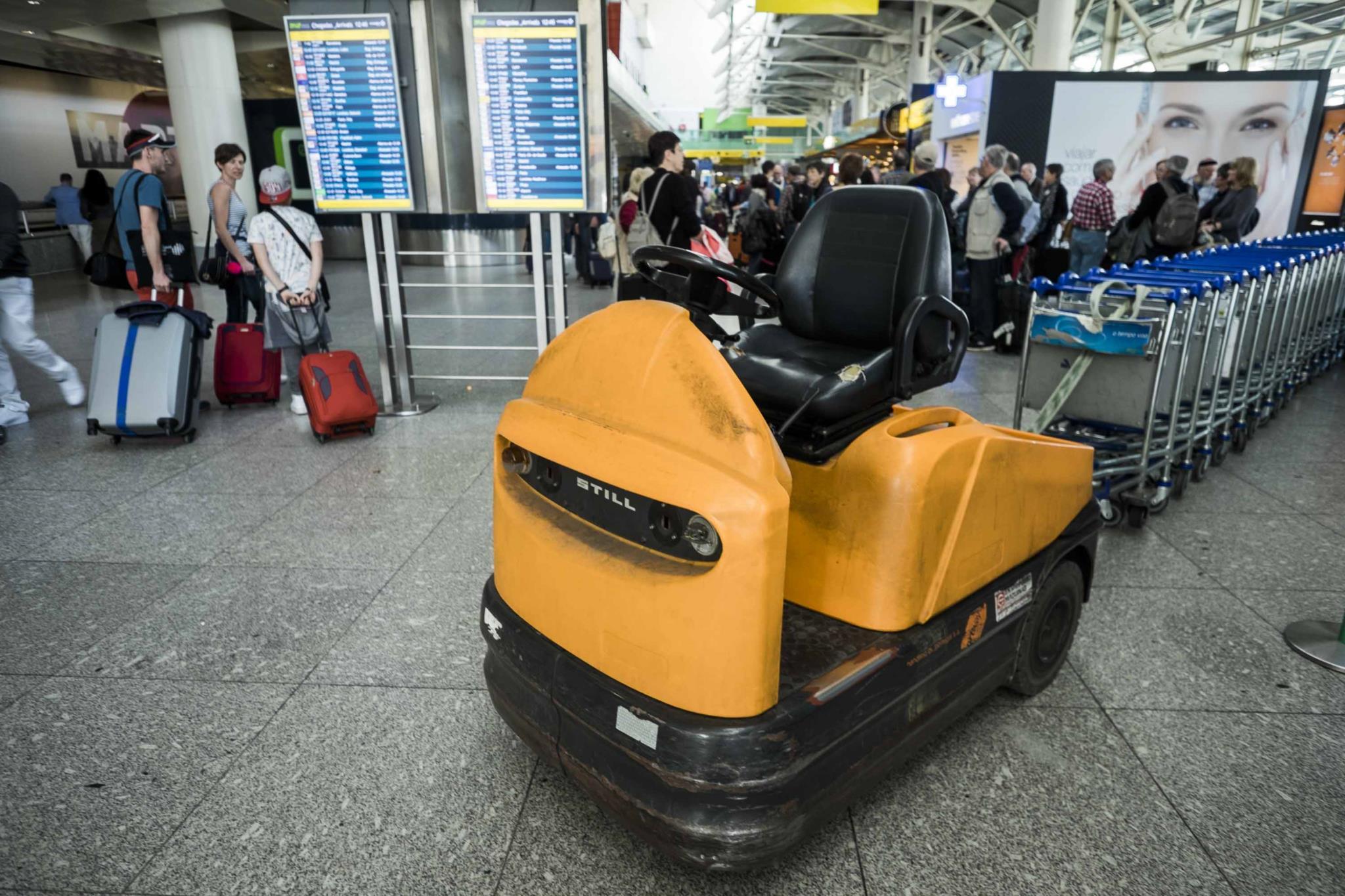 PÚBLICO - Mala abandonada no aeroporto de Lisboa obrigou à evacuação de zona de chegadas
