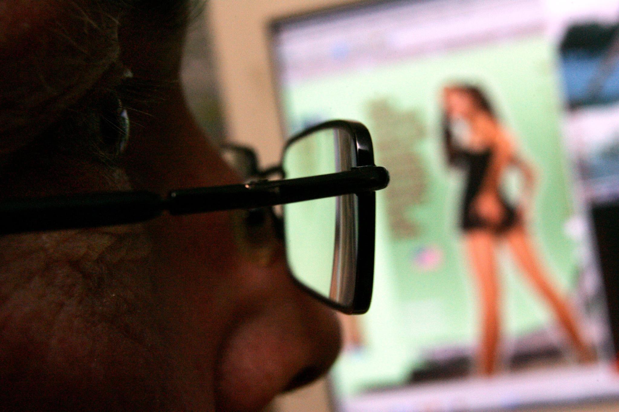 Os homens que criam perfis falsos tendem a dizer que são mais novos