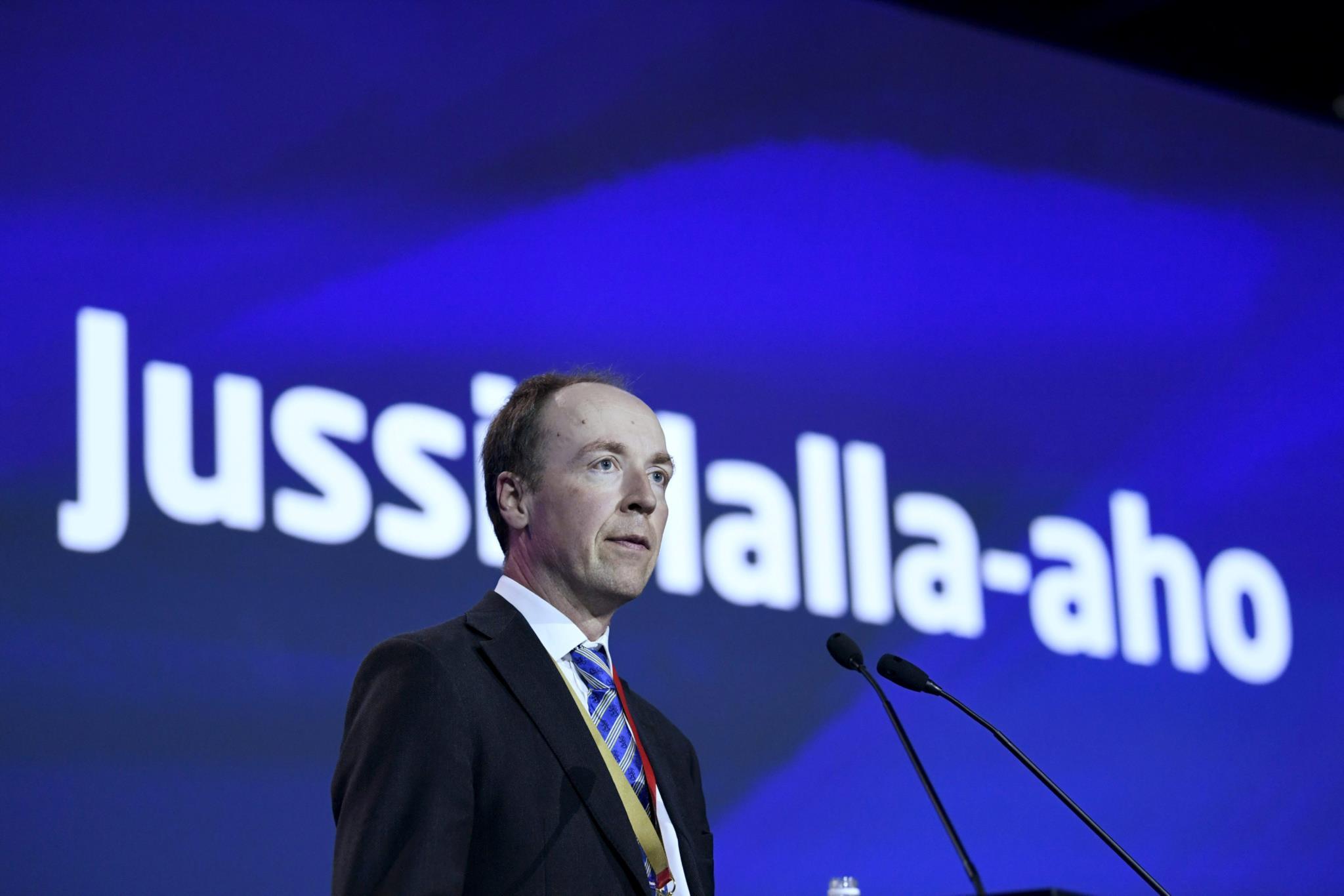 O novo líder dos Verdadeiros Finlandeses compara o islão à pedofilia.
