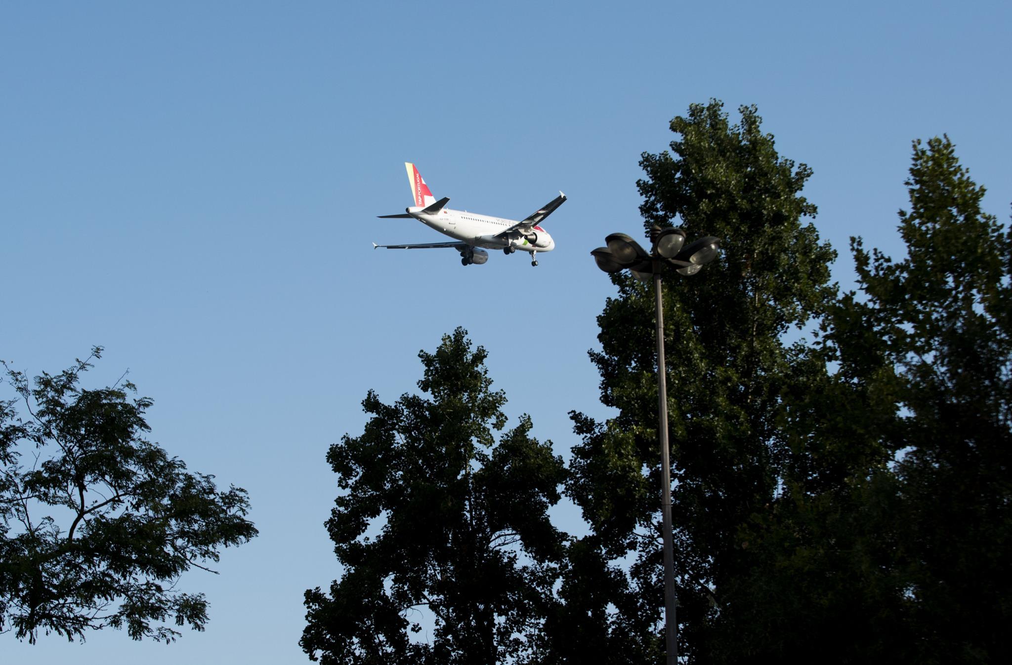 O avião da TAP seguia a 700 metros de altitude