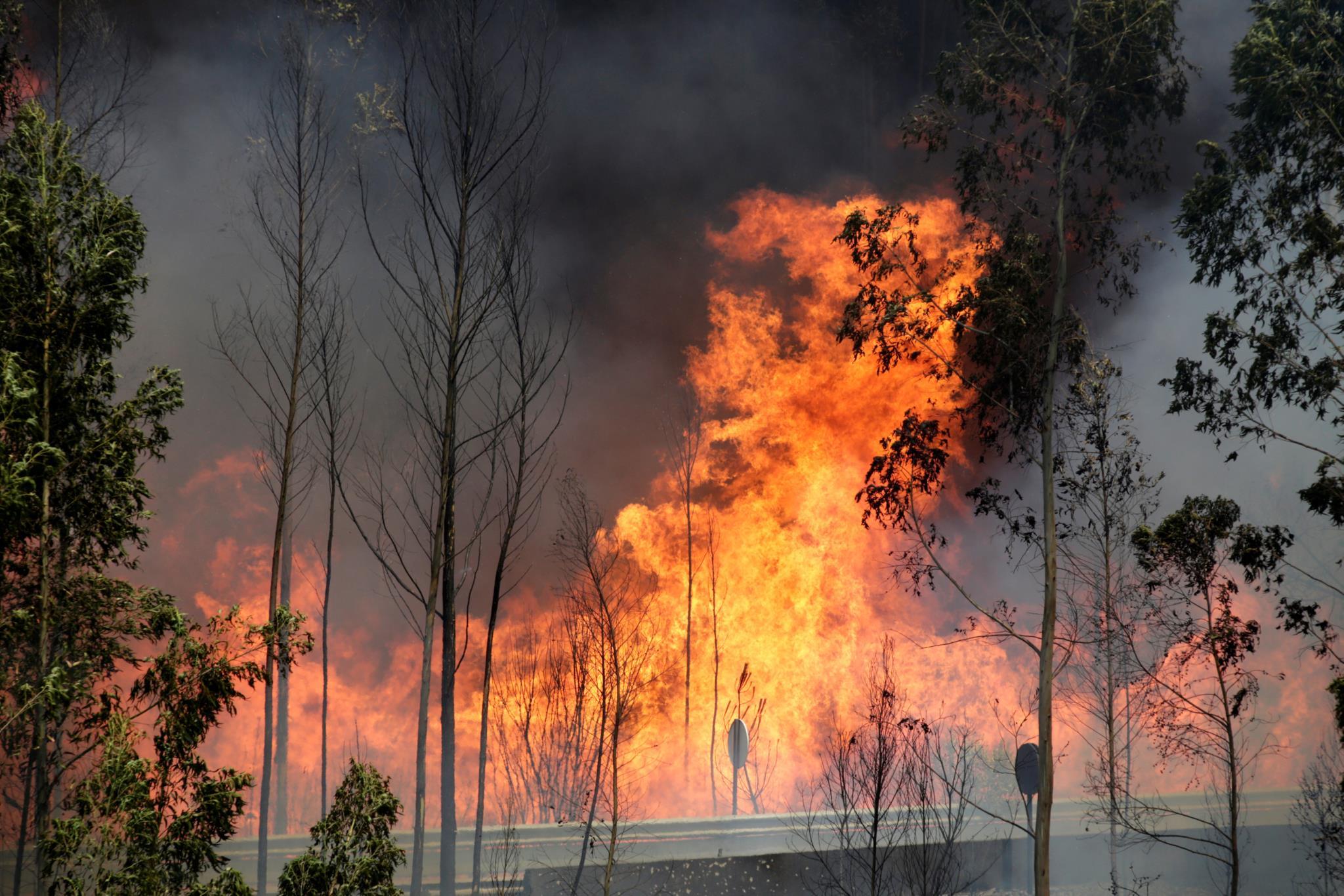 Gareth Roberts ficou cercado pelas chamas em Mó Grande