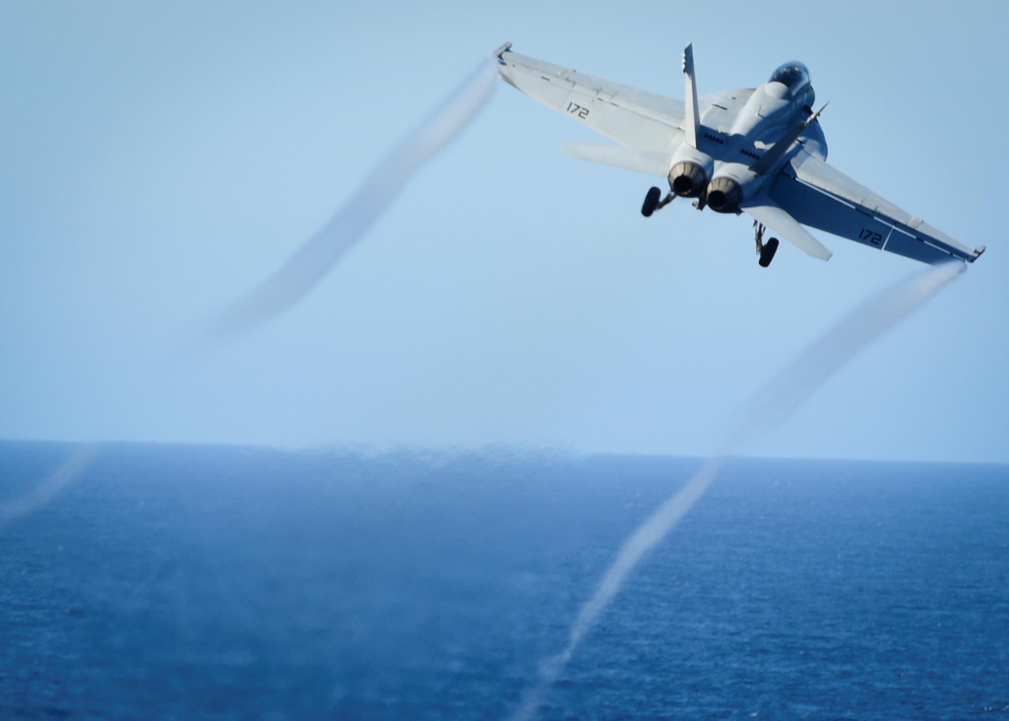 Um caça norte-americano F/A-18E Super Hornet abateu um Sukhoi Su-22 sírio