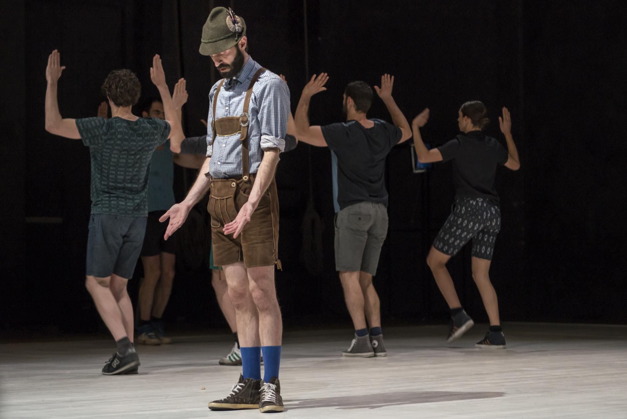 PÚBLICO - Entre a dança tirolesa e uma rajada de perguntas para quase adultos