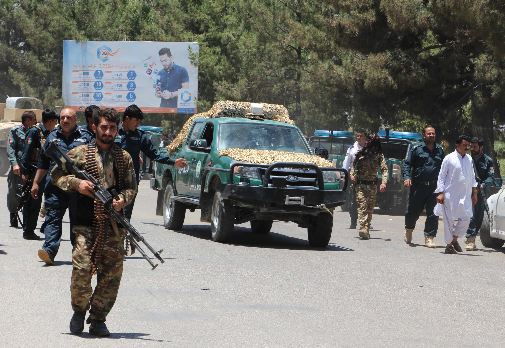 PÚBLICO - Pelo menos 29 mortos e 50 feridos em atentado suicida no Afeganistão