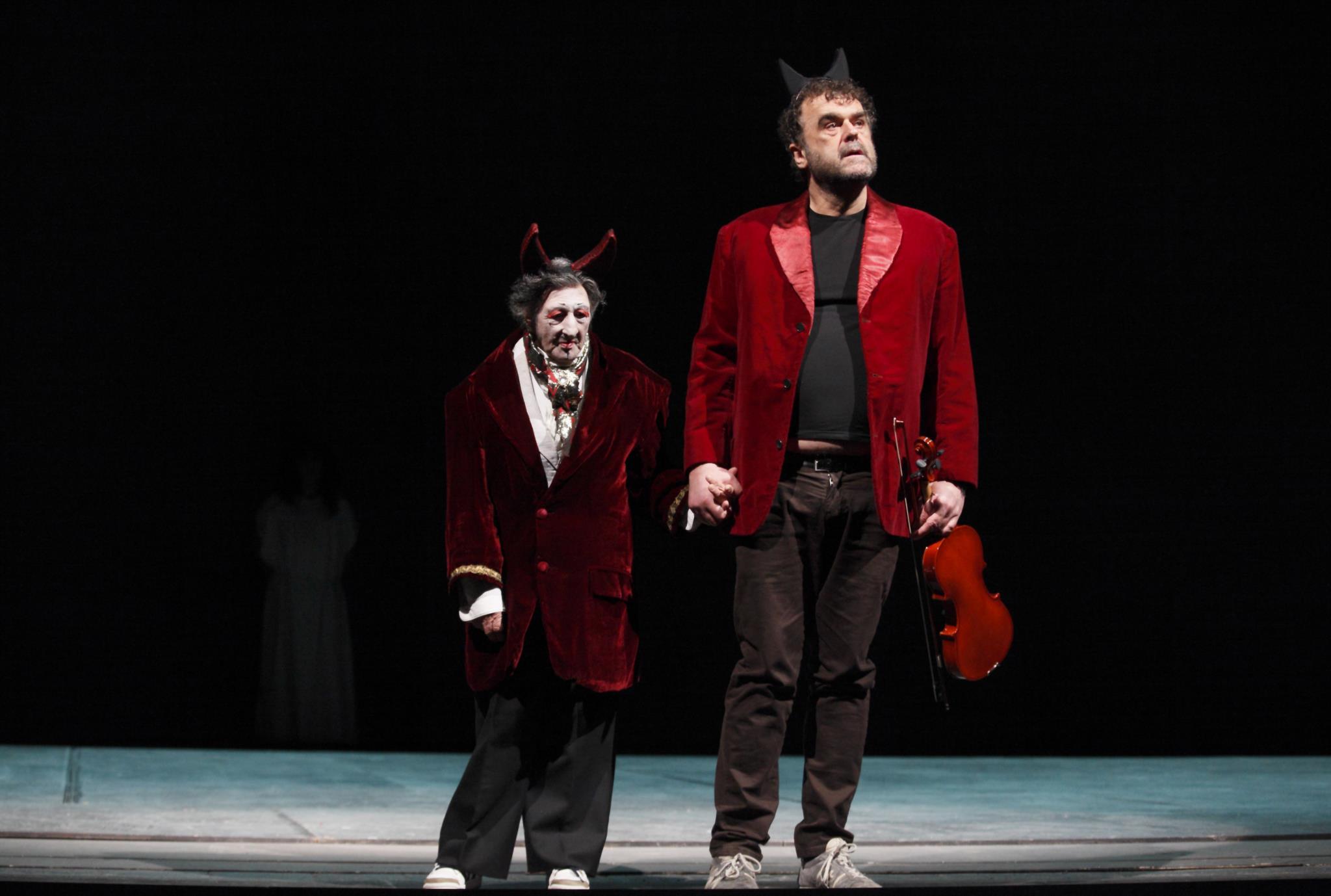 PÚBLICO - Festival de Almada: uma visão do teatro europeu, ainda com a <i>troika</i> à perna