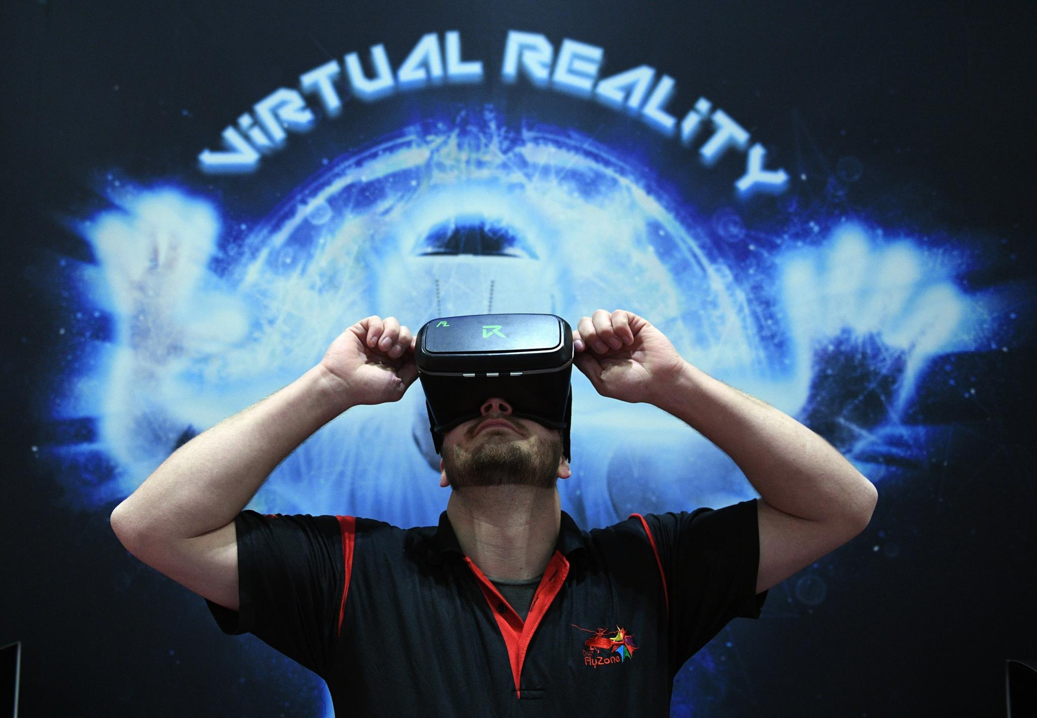 PÚBLICO - Google corta realidade virtual ao meio