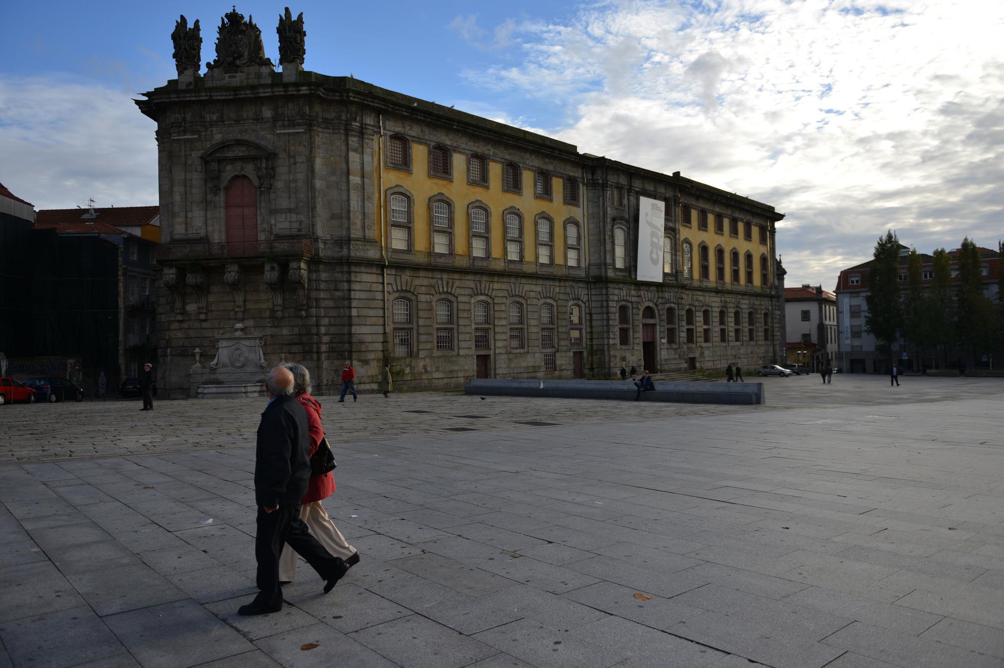 PÚBLICO - Vinte anos e 500 exposições depois, o Centro Português de Fotografia vai ter uma mascote