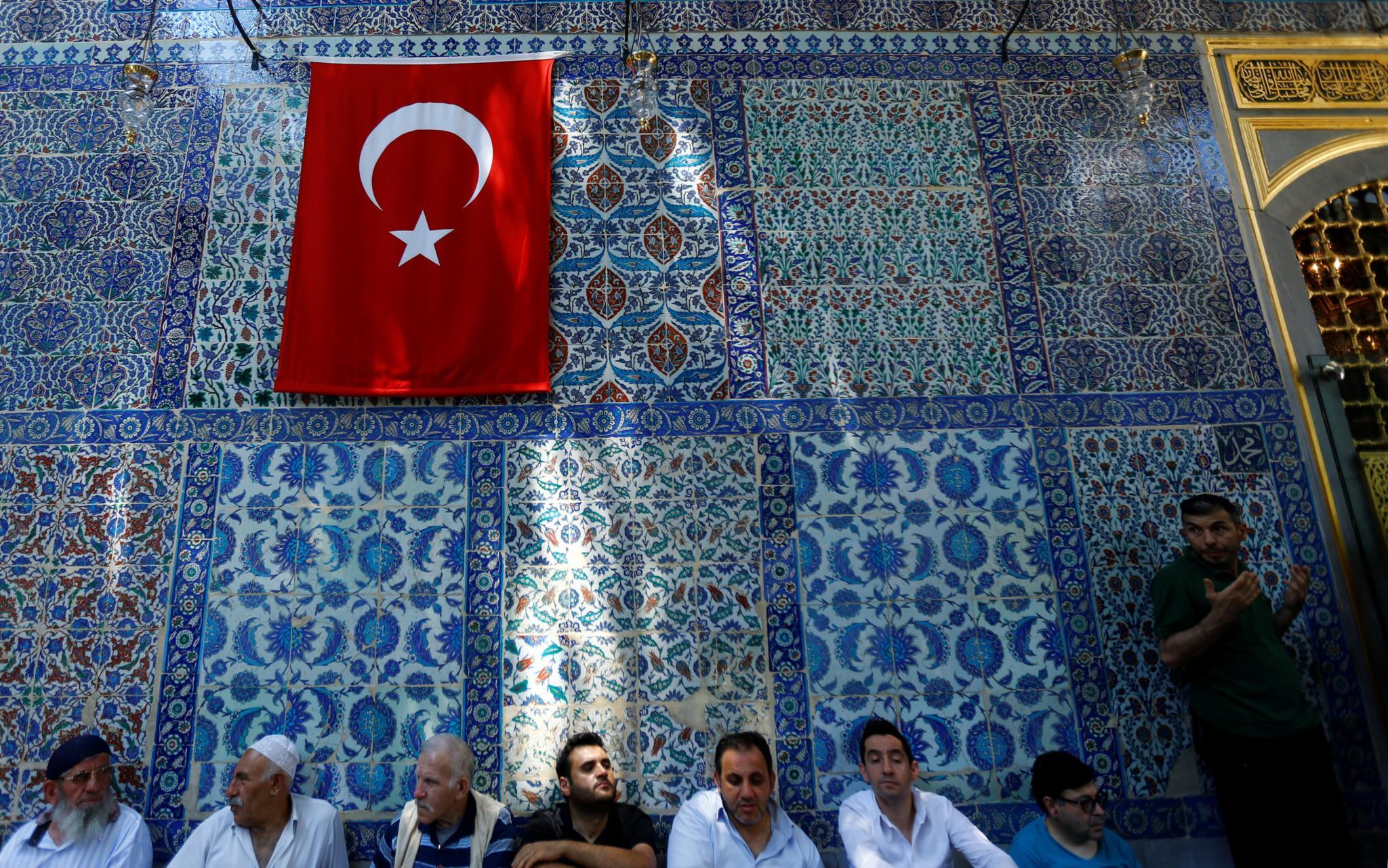 PÚBLICO - Escolas turcas vão deixar de ensinar a teoria da evolução de Darwin