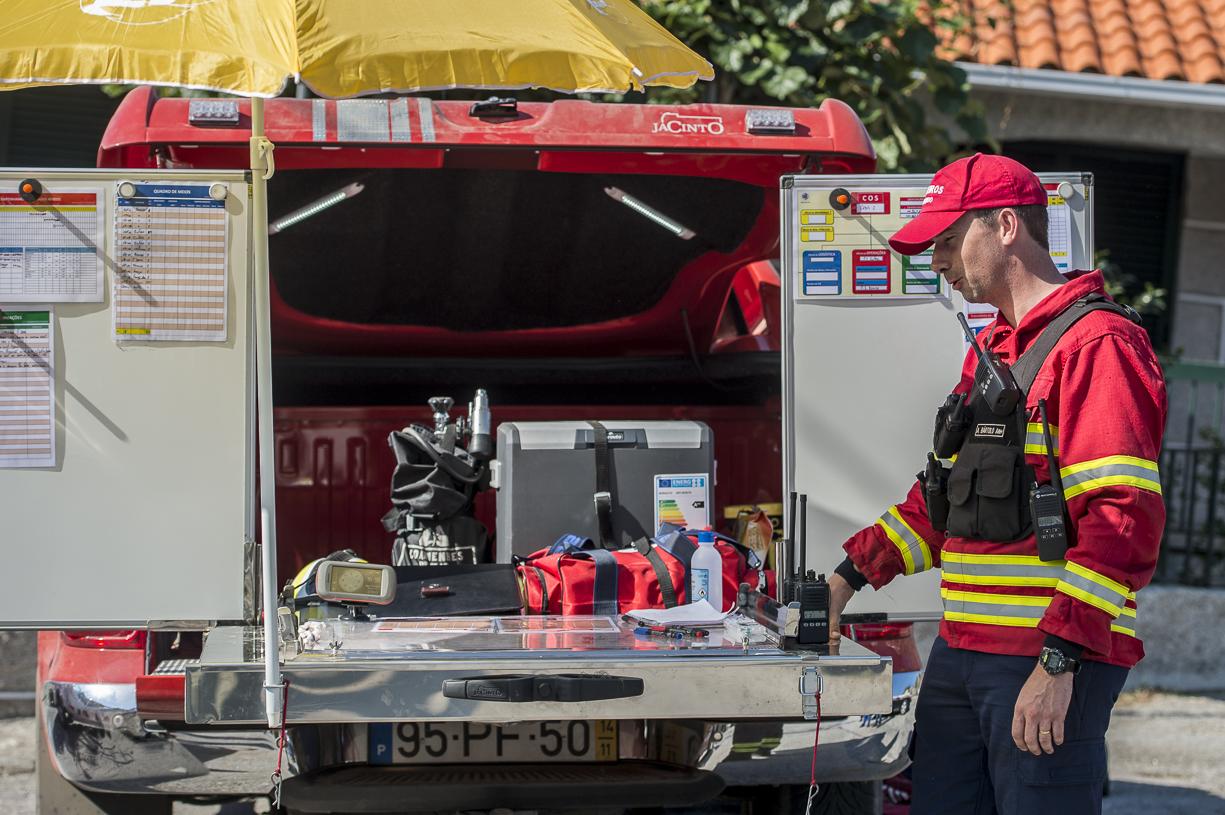 PÚBLICO - Creche evacuada por precaução devido a incêndio em mata do Cacém