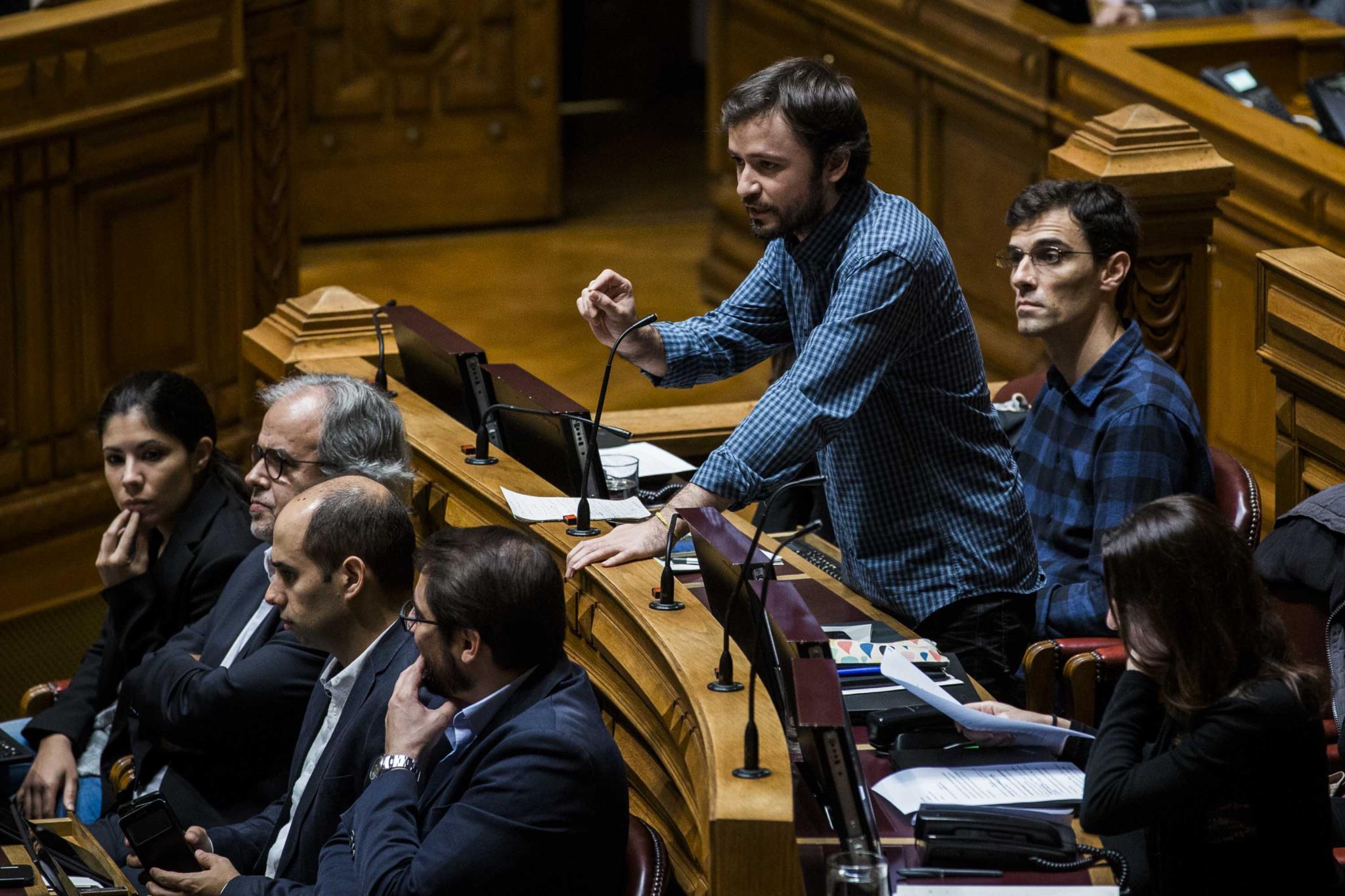 José Soeiro é um dos subscritores deste requerimento ao Governo