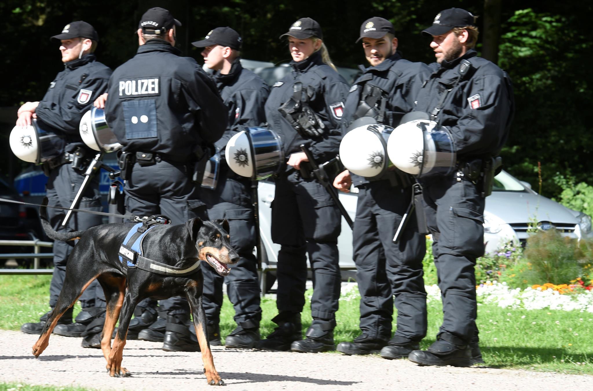 """PÚBLICO - Polícias alemães dispensados do G20 após """"festa louca"""""""