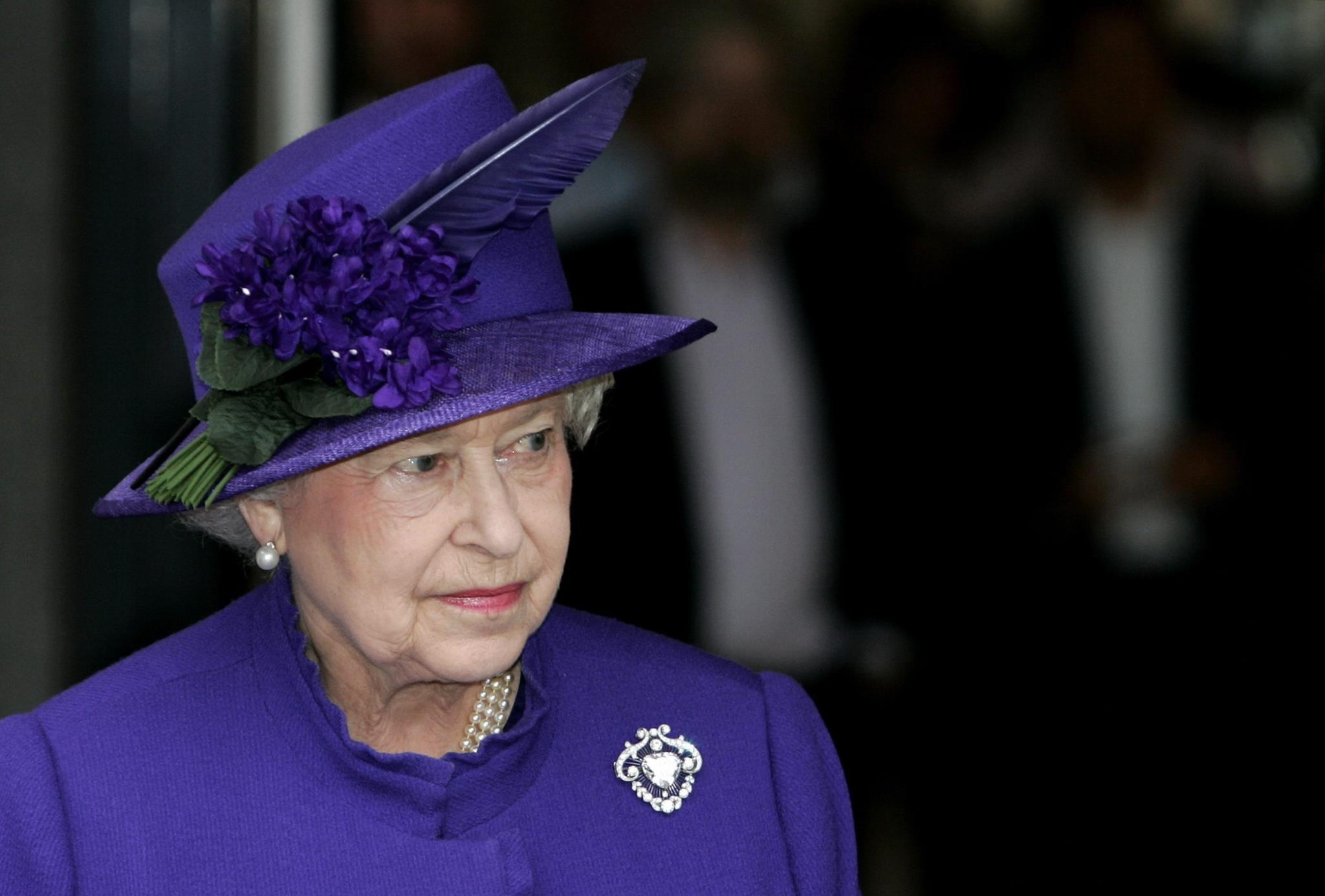 PÚBLICO - Isabel II recebe aumento de quase 7 milhões de euros