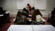 """Mais de 360 professores excluídos do concurso exigem que """"erros"""" sejam corrigidos"""