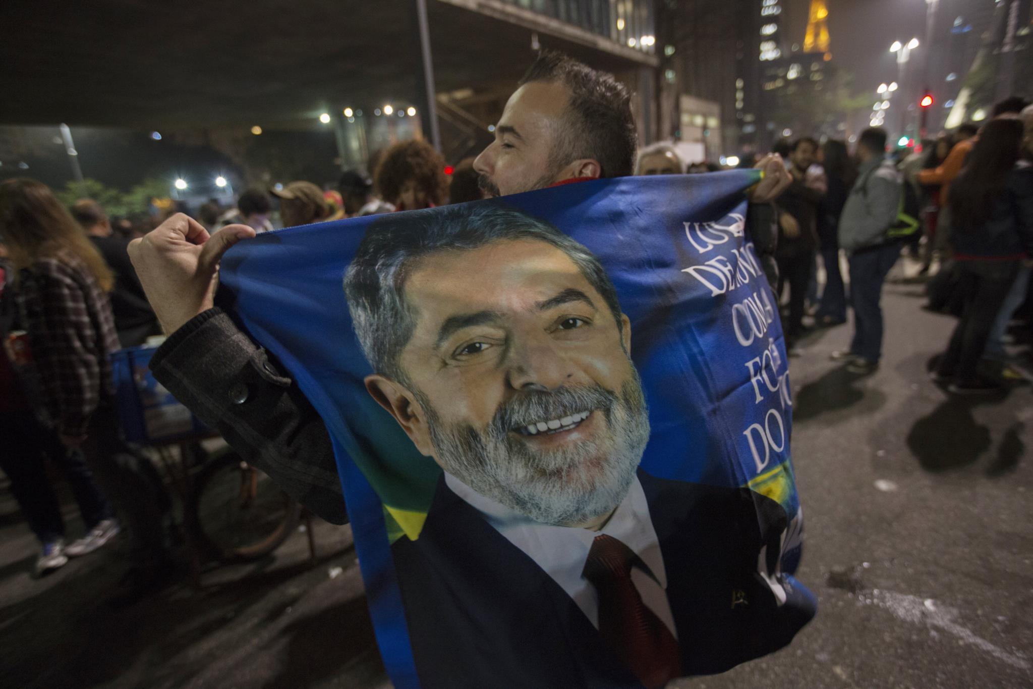 Resultado de imagem para Indignação e alegria em protestos no Brasil após condenação de Lula da Silva