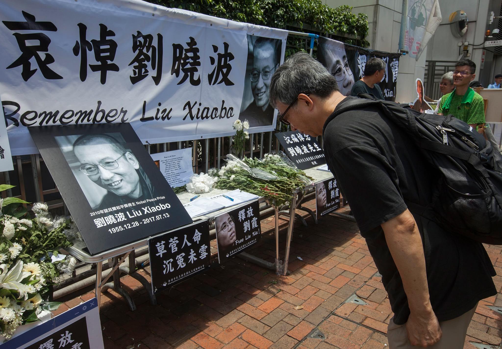 Memorial a Liu Xiaobo à frente da representação do Governo de Pequim em Hong Kong