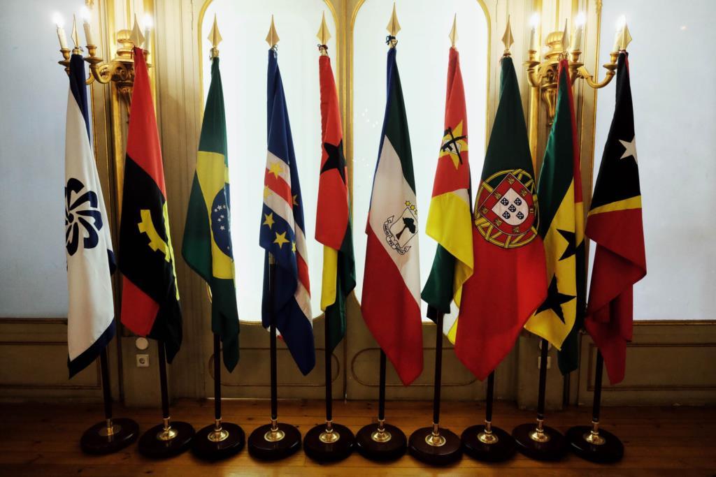 PÚBLICO - Nove governos debatem proposta para livre circulação na CPLP