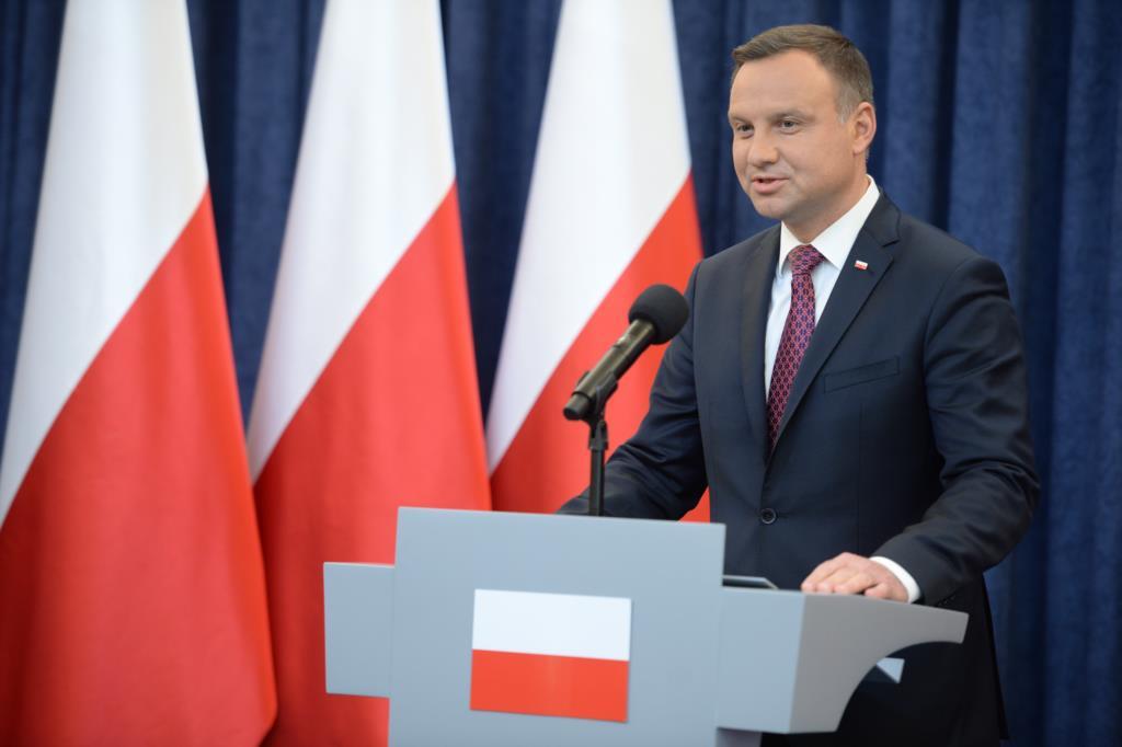 PÚBLICO - Governo polaco sobe a parada e mantém confronto com Bruxelas