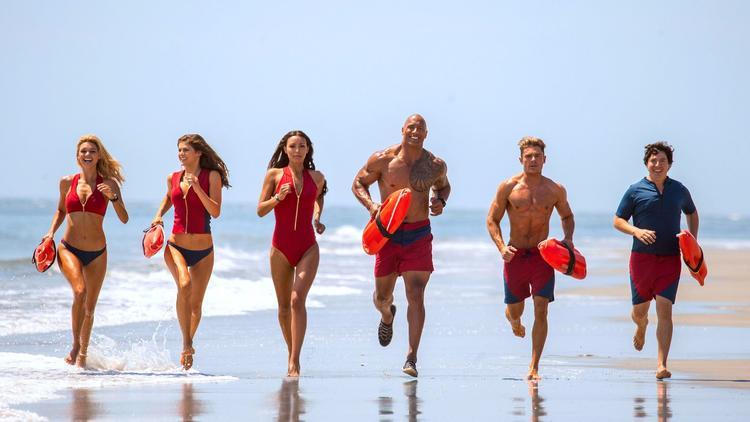 PÚBLICO - <i>Baywatch</i>, o filme que os críticos deixam a morrer na praia