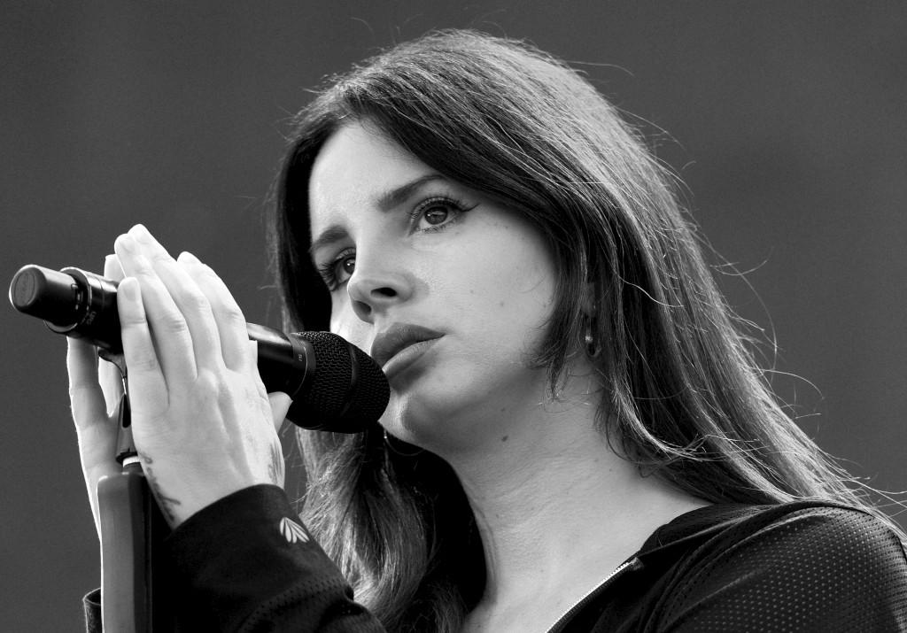 PÚBLICO - Lana Del Rey desce do pedestal