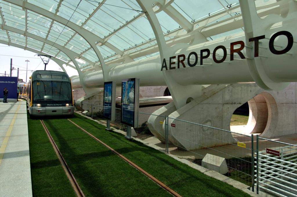 A Linha do aeroporto foi inaugurada em Maio de 2006