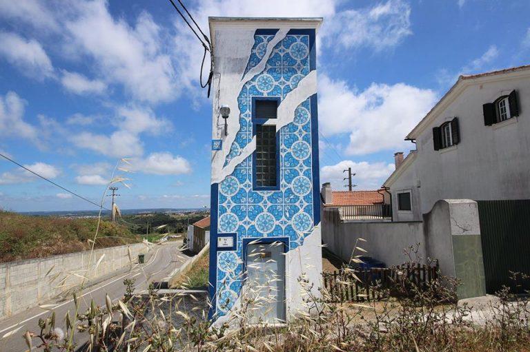 PÚBLICO - Nas aldeias de Montemor ainda há paredes nuas mas o Rebuliço está a tratar disso