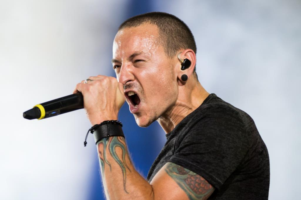 PÚBLICO - Médico legista confirma morte por enforcamento do vocalista dos Linkin Park