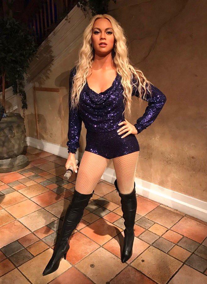 """PÚBLICO - Após protestos, esta Beyoncé de cera foi """"ajustada"""" para ficar mais parecida com a verdadeira"""