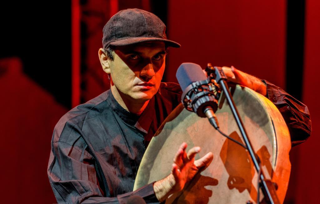 PÚBLICO - Uma orquestra de dedos e delicadas canções de resistência no FMM